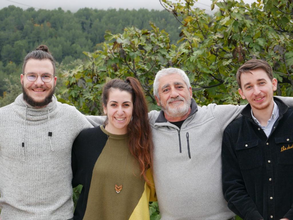 La Famille Des Trois Tricoteurs